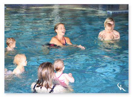 Übungen beim Babyschwimmen