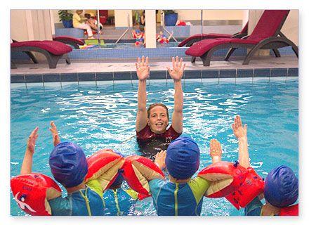 Kleinkinder beim Schwimmtraining