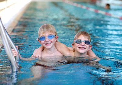 Warum Kinder Schwimmen lernen