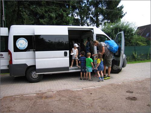 KiTa Bus Schwimmschule Beluga